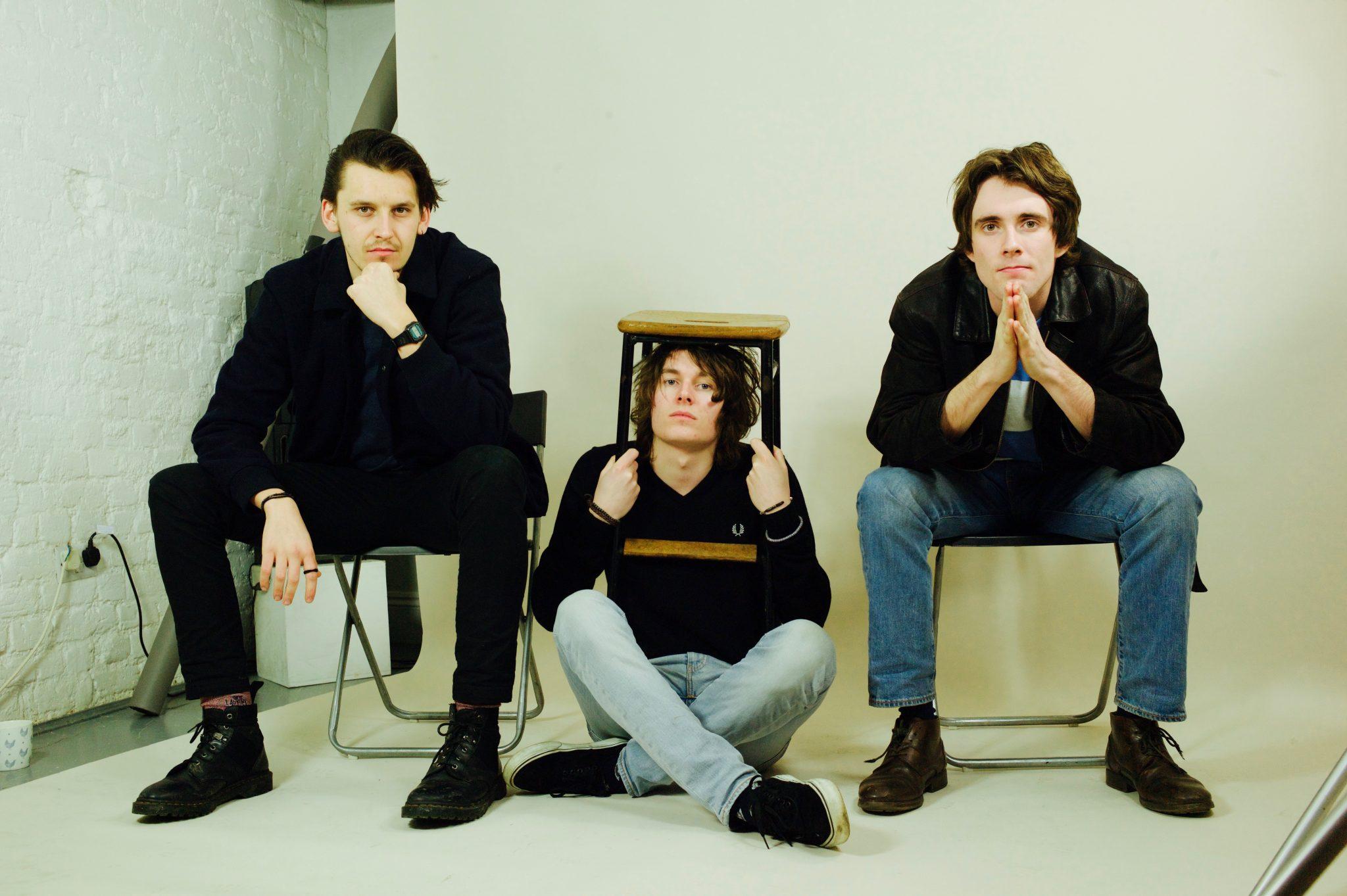 music video-twentynothing-twentynothing by false heads-indie music-indie rock-punk rock-uk-music blog-wolfinasuit-wolf in a suit