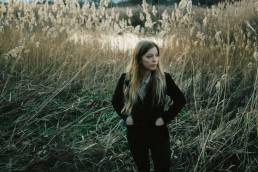 review-something american-by-jade bird-indie music-indie folk-indie-album review-music blog-indie blog-new music-wolf in a suit-wolfinasuit