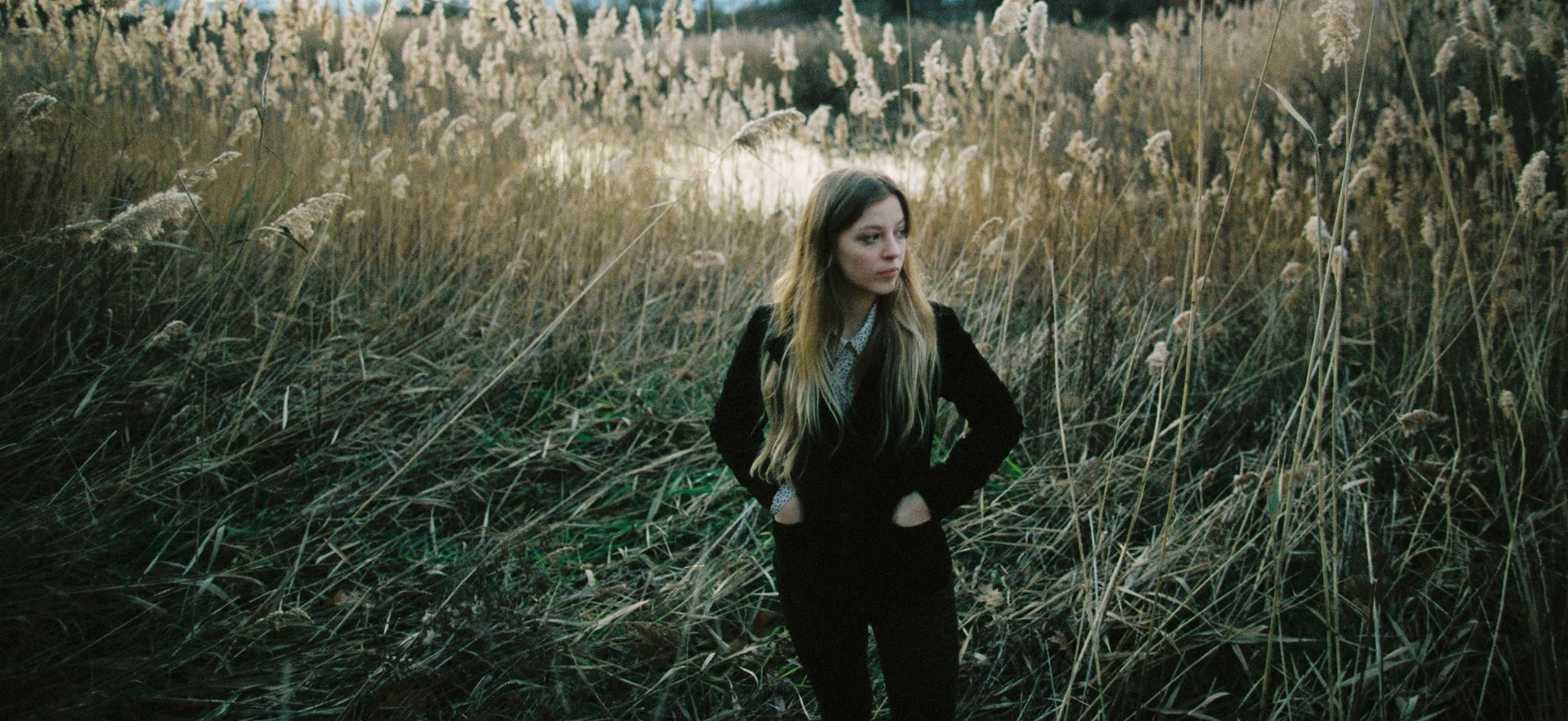 review-something american-by-jade bird-indie music-indie folk-indie-album review-music blog-indie blog-new music-wolf in a suit-wolfinasuit