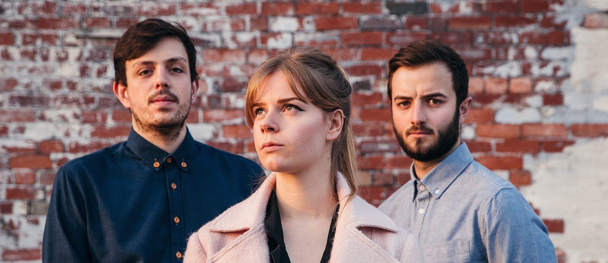 listen-waves-by-peakes-uk-indie music-new music-indie pop-indie-music blog-indie blog-wolf in a suit-wolfinasuit