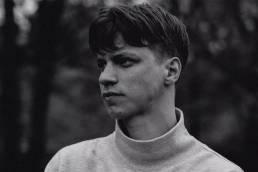 listen-on the run-by-kristian grostad-Norway-indie music-new music-indie pop-music blog-indie blog-wolf in a suit-wolfinasuit