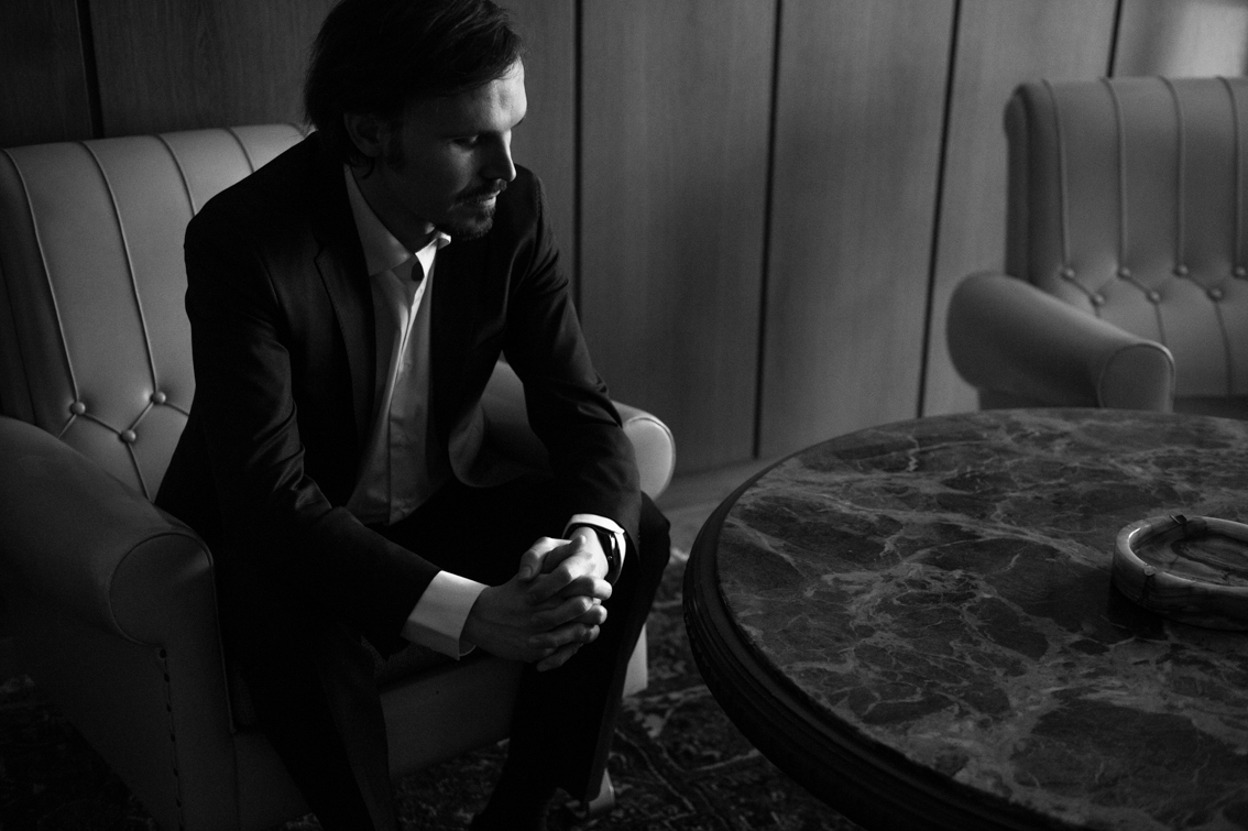music video recommendation-shadow-by-marc salvador-Switzerland-indie music-new music-indie rock-indie pop-music blog-indie blog-wolf in a suit-wolfinasuit-wolf in a suit blog-wolf in a suit music blog