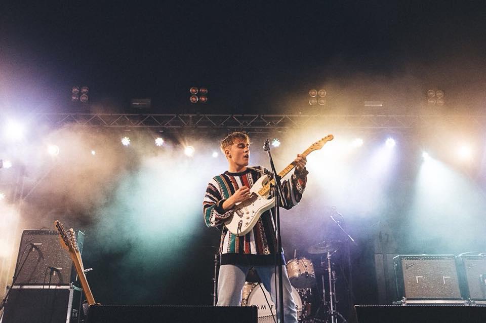 listen - that sound - sam fender - UK - indie music - new music - indie rock - music blog - indie blog - wolf in a suit - wolfinasuit - wolf in a suit blog - wolf in a suit music blog