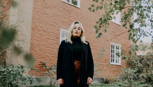 new music alert - slip away - by - marlene oak - indie music - new music - indie folk - Sweden - music blog - indie blog - wolf in a suit - wolfinasuit - wolf in a suit blog - wolf in a suit music blog
