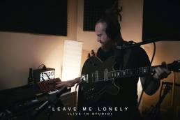 leave me lonely - newton faulkner - uk - indie - indie music - indie pop - new music - music blog - wolf in a suit - wolfinasuit - wolf in a suit blog - wolf in a suit music blog